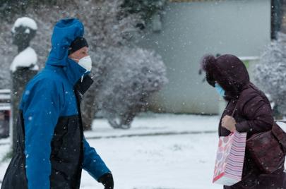 دراسة: موسم الشتاء قد يضاعف فرص تفشّي فيروس كورونا الجديد