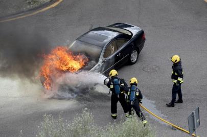 تحذير: ترك المعقم الكحولي في السيارة يعرضها لخطر الاشتعال