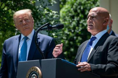 من هو منصف السلاوي.. المغربي الذي اختاره ترامب لتطوير لقاح ضد كوفيد-19؟