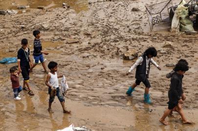 فيضانات اليمن.. مئات القتلى وآلاف المشردين ودمار في صنعاء التاريخية