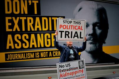 القضاء البريطاني يستأنف النظر في إجراءات تسليم جوليان أسانج للسلطات الأمريكية