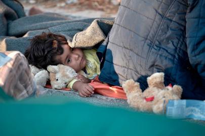 حريق مخيم موريا  يسلط الضوء على نهج أوروبا المتشدد في قضية اللاجئين