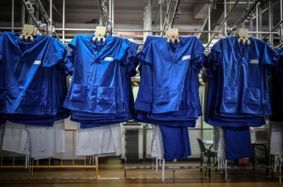 دراسة بريطانية: فيروس كورونا يعيش على الملابس مدّة 3 أيام