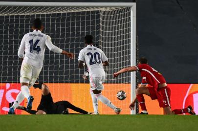 رغم الغيابات المؤثّرة.. ريال مدريد يتفوّق على ليفربول بثلاثيّة