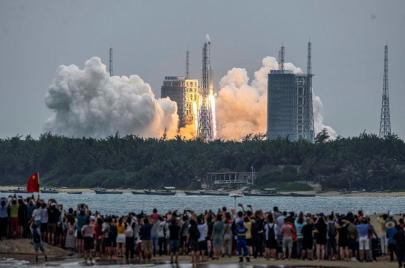 بعد أيام من خروجه عن السيطرة.. الصاروخ الصيني يسقط في المحيط الهندي