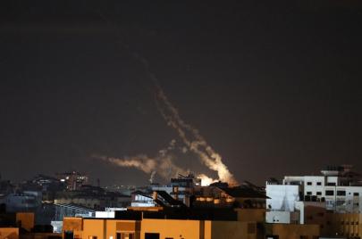 الاحتلال يصعّد غاراته على غزّة وإضراب شامل يعمّ الضفة والداخل الفلسطيني
