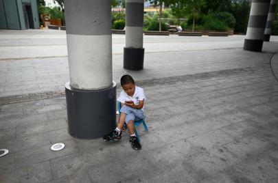 هل استخدام طفلك للهاتف يسبب له الاكتئاب؟