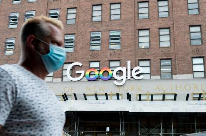 جوجل: عمل الموظفين من منازلهم حتى صيف 2021 بسبب كورونا