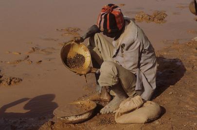 مناجم الذهب تغذي الاتجار بالبشر بين بوركينا فاسو ونيجيريا