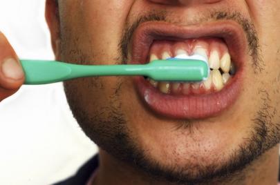 هل يساعد تنظيف الأسنان على الوقاية من العدوى بفيروس كورونا الجديد؟