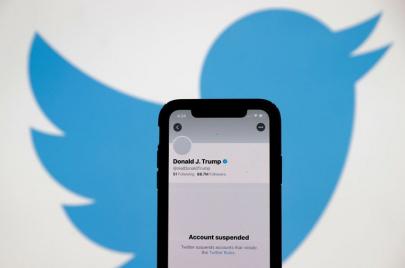 تويتر يعلّق حساب ترامب بشكل نهائي والأخير يتوعّد بإنشاء