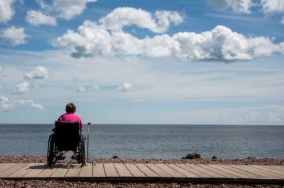خدمات لمساعدة الأشخاص ذوي الإعاقة على التمتع بالسباحة البحرية في برشلونة