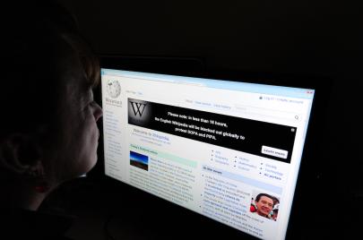 ويكيبيديا.. طبيبنا السريع؟