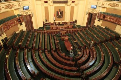 مصر.. رئيس البرلمان ينتقم من الصحافة