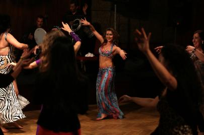 منى برنس...رقص للحياة في بلد
