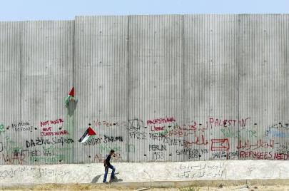 العمل الأهلي الفلسطيني.. كرة في ملعب التمويل