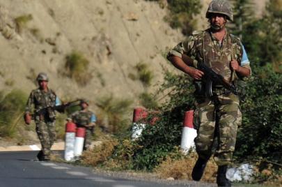 الجيش الجزائري.. عين على ليبيا وأخرى على تونس