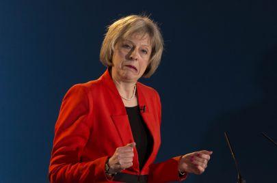 رئيسة وزراء بريطانيا تيريزا ماي.. والسقوط في بئر الفوضى!