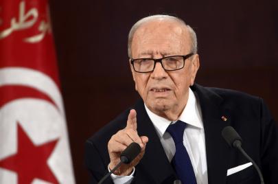في تونس.. رئيس الجمهورية يعطل أحكام القضاء!