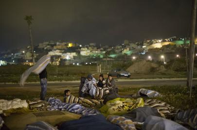 مناكفة جديدة بين المغرب والجزائر.. اللاجئون السوريون هم الضحية