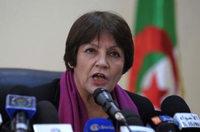 وزيرة التربية الجزائرية.. وسياسة الهروب إلى الأمام