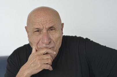 مثقفون جزائريون يدينون إهانة بوجدرة في برنامج تلفزيوني