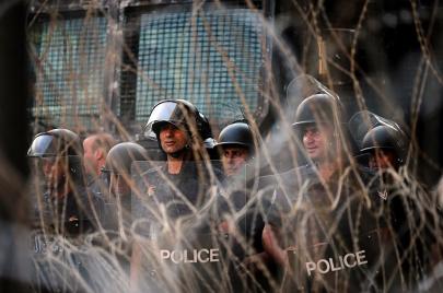 الفساد يلاحق المواطنين إلى قبورهم في لبنان