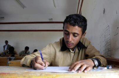 القتال خيار طلابي يمني
