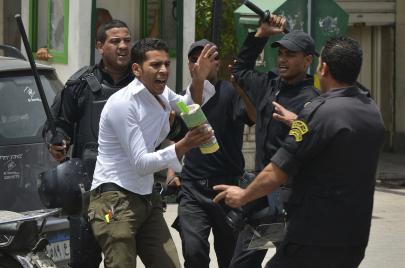 اعتقال الطلاب.. على سلم أولويات انقلاب السيسي