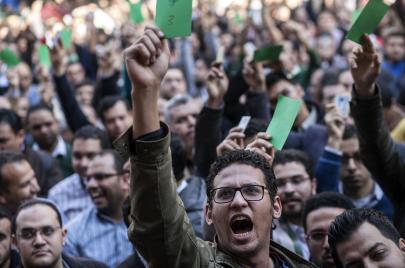 هل يحمل الأطباء لواء الثورة؟