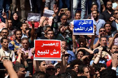 بسبب تيران وصنافير.. المصريون يكسرون قانون التظاهر