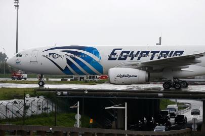 حادثة الطائرة المصرية.. الإرهاب ليس مستبعدًا