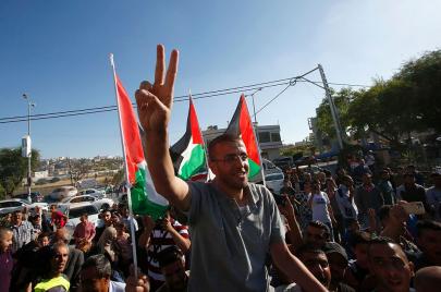 انتصار القيق يعرّي السلطة الفلسطينية