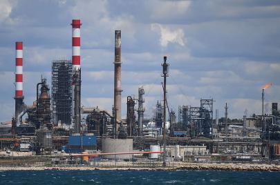 فك الارتباط بين النمو الاقتصادي وانخفاض سعر النفط