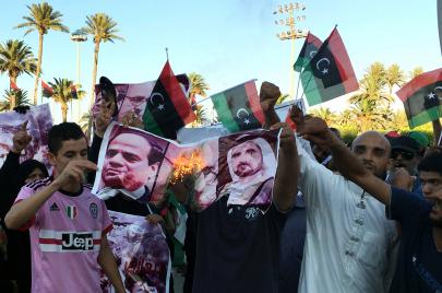 تلاعب دبلوماسي وعسكري.. ماذا يُجهّز السيسي لليبيا برعاية أبوظبي؟