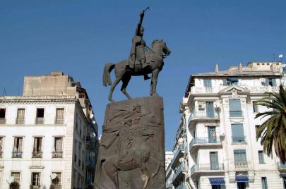 تمثال الأمير عبد القادر.. ماذا بقي من الرمز؟