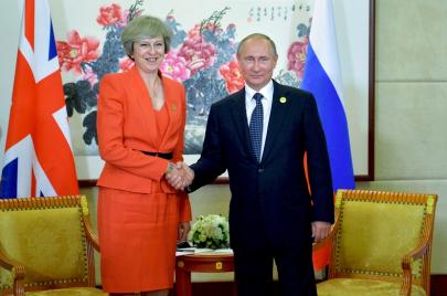 بين روسيا وبريطانيا: من يروج للحرب ومن يخوضها؟