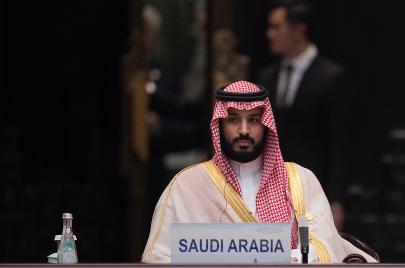 حزمة أوامر العاهل السعودي.. خطة محمد بن سلمان للسيطرة على كل شيء