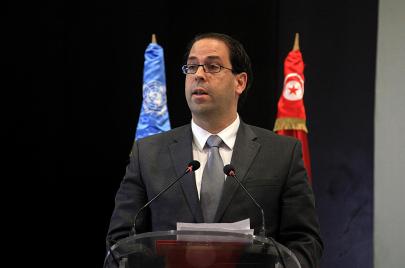 هل يقود يوسف الشاهد حربًا كاذبة ضد الفاسدين في تونس؟