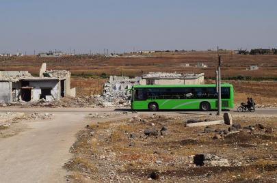 خيارات السوريين: الموت أو الباصات الخضراء