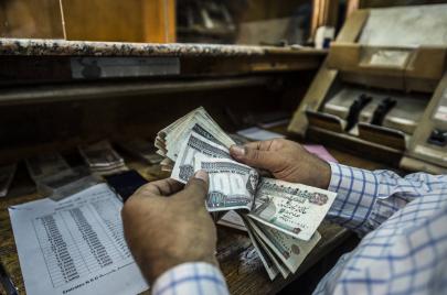 الدولار يرتفع.. معاناة المصريين تنتظر فصلًا جديدًا