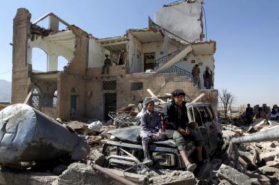 التدمير السعودي-الإماراتي لليمن.. تحالف مع الإرهاب بدعاية الحرب ضده