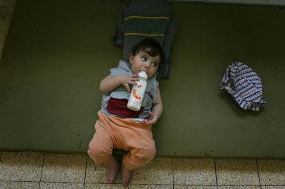 رفع الدعم عن حليب الأطفال في لبنان ينشط انتقادات ملفات الفساد والاحتكار
