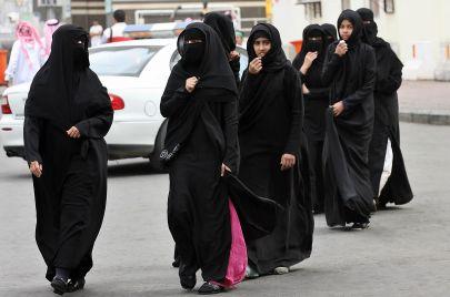 زيف الاعتدال السعودي.. اعتقال وتشهير بحق ناشطات نسويات