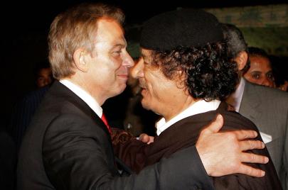 بريطانيا والقذافي.. العراب توني بلير وجرائم لندن نيابة عن العقيد (2-1)