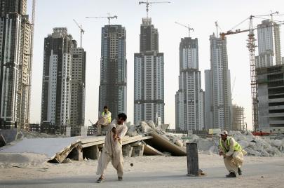 هل سيبقى العمل في الخليج حلمًا؟
