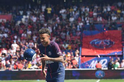 صفقة نيمار.. بث الروح في الكرة الفرنسية