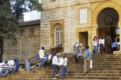شباب الجامعات اللبنانية.. إلى الطائرة تحرك