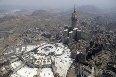 تدمير مكة.. هكذا حوّل آل سعود تراث الرسول إلى رحلة استهلاكية!