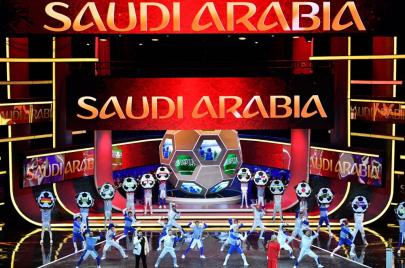 غضب الفيفا من توظيف كرة القدم سياسيًا.. بطاقة حمراء محتملة للسعودية والإمارات